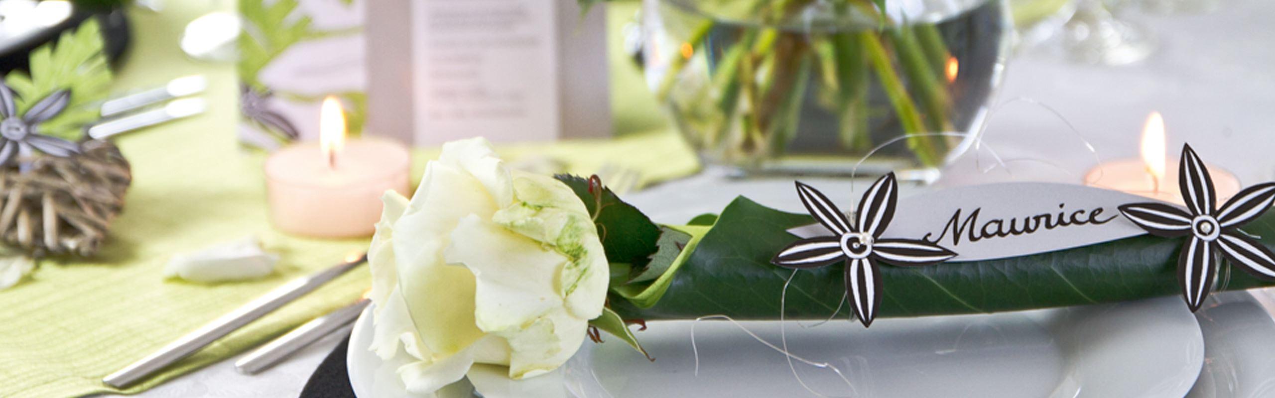 Gestalten von Tischdekorationen für Hochzeit oder Gartenparty ...